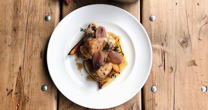 Coniglio del buon Pelloni al Vermouth scalogno confit e patate al forno